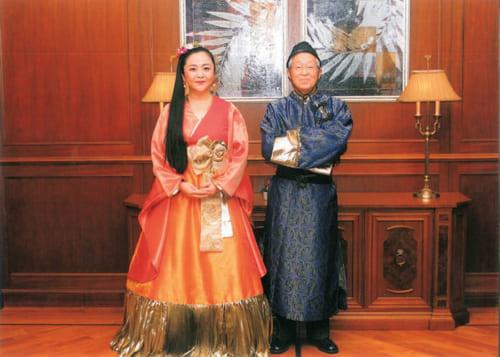 平成22年には歌枕さんが額田王、奥村さんが大海人皇子に扮し、万葉歌の掛け合いコンサートを楽しんだ。今までに歌枕さんが主宰する「歌枕サロン」を、道楽亭で開催したこともあるという。