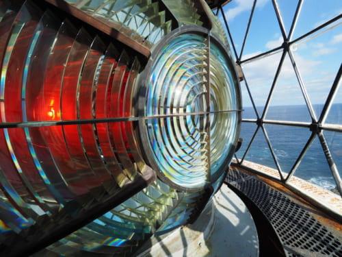 金華山灯台(宮城県)の内部/写真撮影 不動 まゆう  注)金華山灯台は宮城県牡鹿半島から約1kmに浮かぶ島に建つ。 マダニやヒルが生息し、なかなか危険。