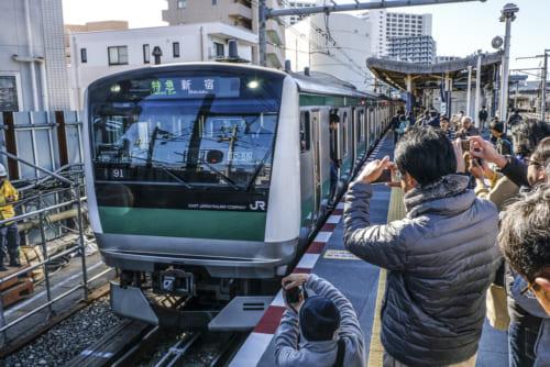 海老名駅のJR 233系電車
