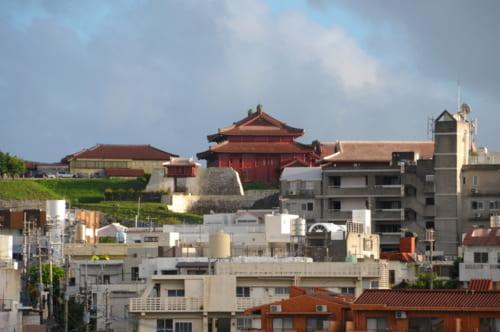 以前は車窓から首里城本殿が見えた