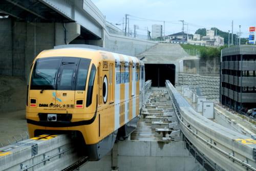 モノレールでは珍しいトンネル、てだこ浦西駅側
