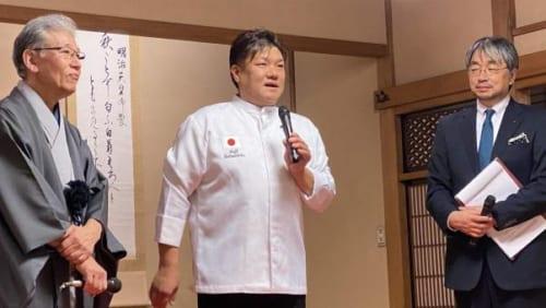 食事後のトークセッションで室瀬さんは、「私も毎日漆のお椀でごはんをいただいますが、あの(ごはんの)美しい盛り方ですべて満足しました。当然、ごはんは美味しかったんですけれど、山本さんの美に関する感性は感服しました」と、料理を提供した龍吟の山本征治さんを絶賛。山本さんは、「これからも日本の文化を伝えるために励みたい」と語った。