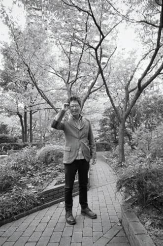 大分在住なので、東京ではホテル住まいだ。泊まった翌朝は必ず、近くの並木道や公園を歩いて訪れ、木に挨拶をする。「あの人たち(木々)を抱きしめると、何かを感じますよ」