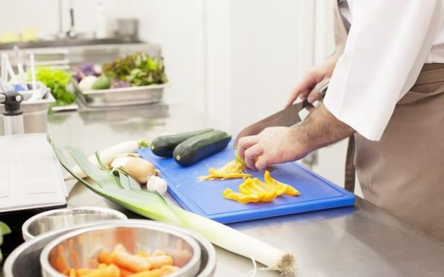 既婚男性の2人に1人は「週に1回もキッチンに立たない」!!