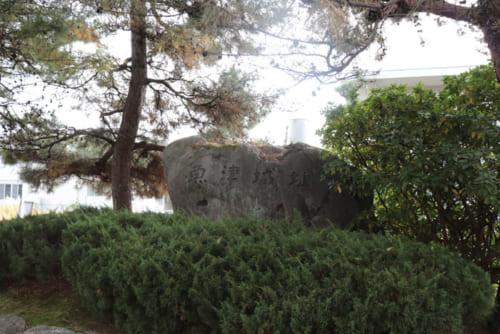 本能寺の変発生当時、光秀がもっとも恐れた柴田勝家は、魚津城(富山県)で上杉軍との攻防を続けていた。魚津城落城は本能寺の変当日だった。