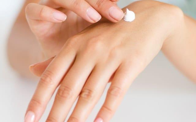 乾燥シーズンに増える手指のお悩み…「あかぎれ」「さかむけ」「切りキズ」に悩む人が多い都道府県はどこ?