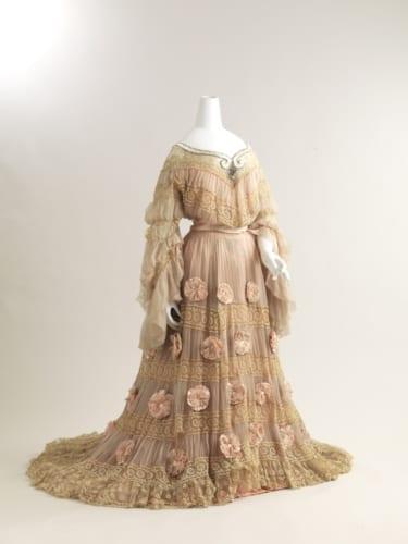 ジャック・ドゥーセ《イブニングドレス》19世紀末 個人蔵