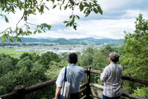 明智城跡からかつて明智荘だった地域を望む。『麒麟がくる』では、明智荘が光秀の出身地に設定されている。