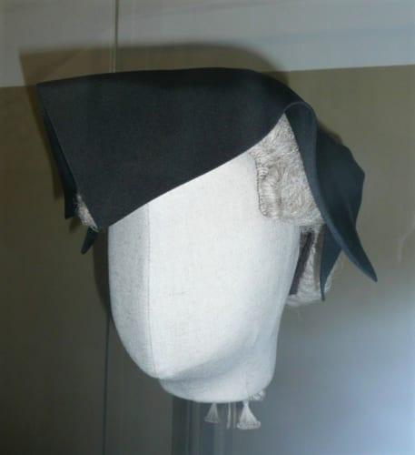 裁判官が囚人に死刑を宣告した際に被っていた帽子。