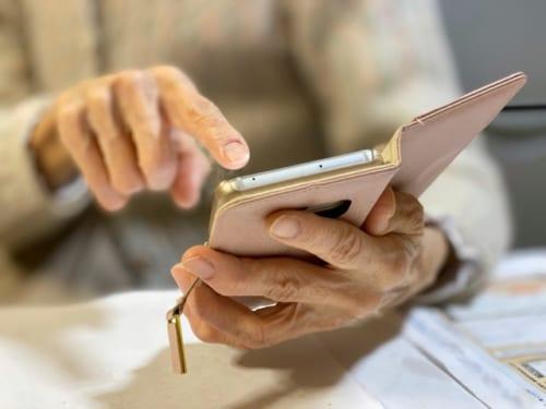 シニア層でも利用率の高いSNSアプリはLINEと判明!