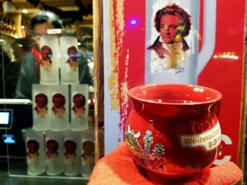 グリューワインのカップにもベートーベンが描かれている。