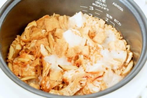 炊きあがりです。まだ餅の形状が残っていますが、混ぜることでおこわのようになります