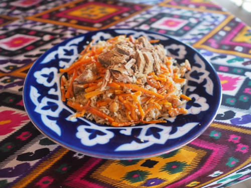 中央アジアで広く食べられる米料理「プロフ」