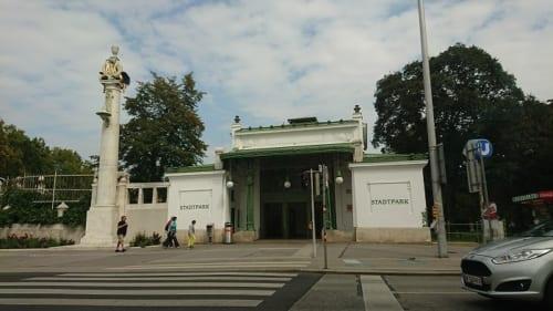 シュタットパーク駅舎