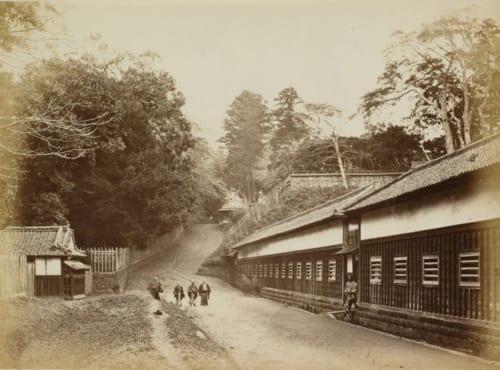 フェリーチェ・ベアト《江戸三田の綱坂》 文久3(1863)年 鶏卵紙 東京都写真美術館蔵