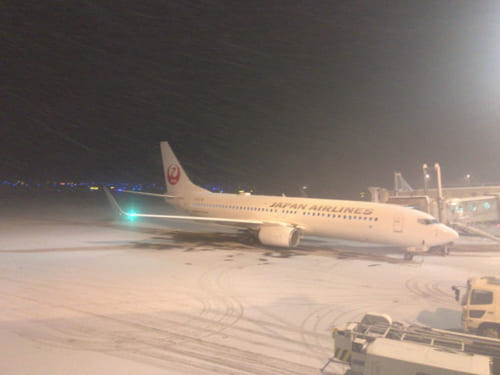 雪が降る空港イメージ/著者撮影