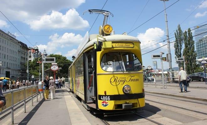 ヴィエナ・リング・トラムは、音声ガイド付きの観光用市電