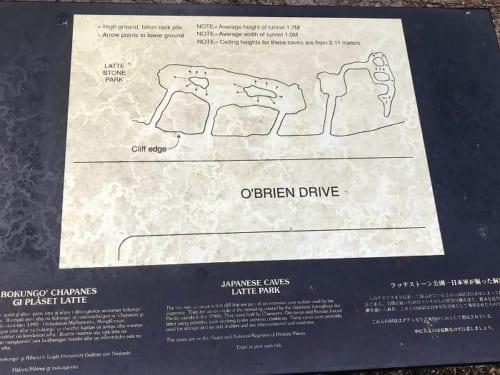 案内図にあるように横並びの2つの壕は中で繋がっている
