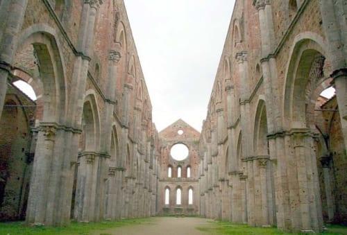 """L'abbazia di San Galgano (Siena). Autore Thudufushi.""パブリック・ドメイン via ウィキメディア・コモンズ https://it.wikipedia.org/wiki/File:Abbazia_di_San_Galgano.jpg"