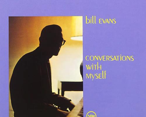 (1)ビル・エヴァンス『自己との対話』(ヴァーヴ) 演奏:ビル・エヴァンス(ピアノ) 録音:1963年2月6、9日、5月20日 最初の試みを「3台」で考えたところがじつに大胆。バラードの「ラウンド・ミッドナイト」などはピアノ3台では少々賑やかすぎる感じも受けますが、どうせやるなら狙いは明確に出そうということでしょう。なお、このアルバムはエヴァンス初のグラミー賞受賞作品となりました。