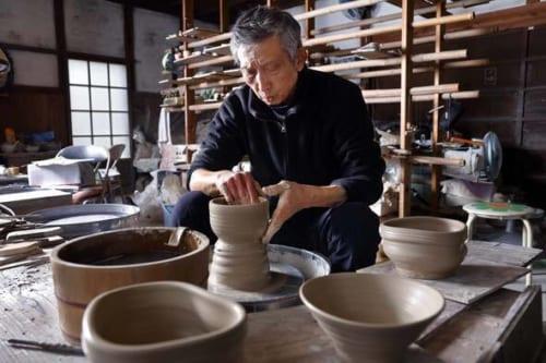 美濃古陶磁の魅力を探求する陶芸作家の佐々木二郎さん。「最近は、次の世代にどんな作品を残せるかを考えることが増えました」