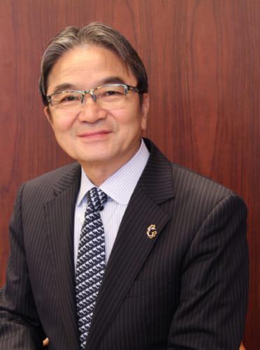 文化庁長官の宮田亮平氏。東京藝術大学学長を経て、現職。金工作家として現在も作品作りをする。