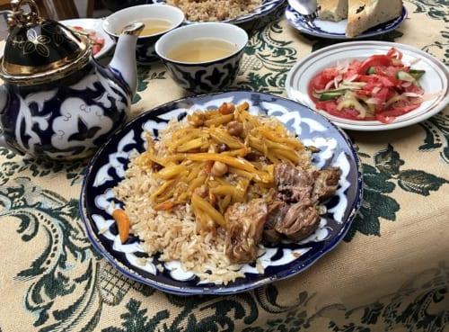 中央アジアの人々の生活に欠かせない米料理プロフ