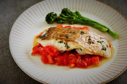 鯛のソテーフレッシュトマトソース
