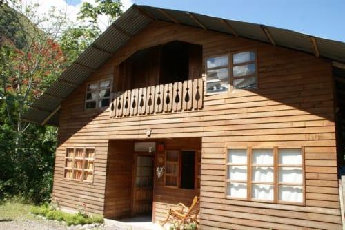 アルプスの山小屋風にデザインされた家屋
