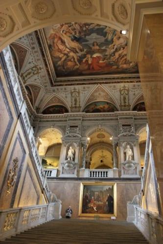 自然史博物館入り口階段