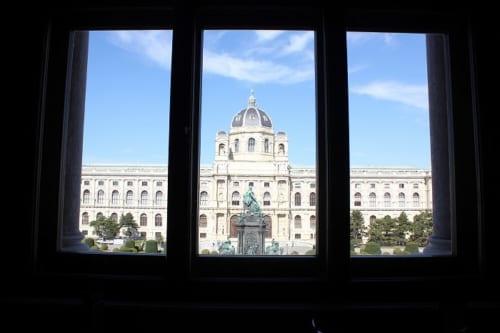 美術史美術館の窓から見た自然史博物館