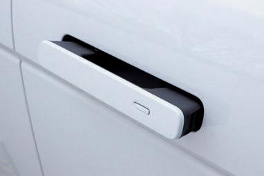 ドアを開閉するときに握るドアレバーは収納式。施錠時や走行中は、ボディに収納される。