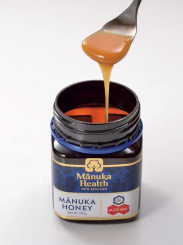 朝食の前には「マヌカハニー」をひと匙なめるのが習慣だ。マヌカハニーとは、ニュージーランドに自生するマヌカの花の蜜から採れる蜂蜜のこと。胃腸疾患や喉の痛みなどにも効果があるという。