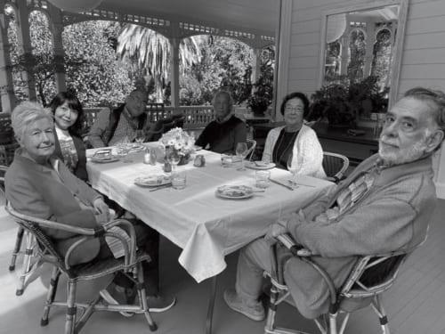 コッポラ(右)との交流は深く、昨年も1週間ほどコッポラ邸に滞在した。「娘や息子、奥さんも映画を撮ってますけど、本人は最近はワインをつくってますね」