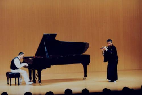 30歳の頃からピアノの山下洋輔さん(左)、トランペットの日野皓正さんらとジャズセッションを開いている。「テーマだけ決めて、アドリブで演奏する。洋楽の人はストレートに評価してくれるので、勉強になる」と名生さん。