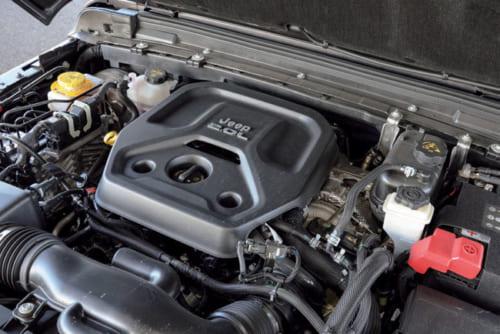 エンジンは直列4気筒の2LとV6の3.6Lから選べる。4気筒2Lエンジン車のほうがバランスがとれていて、楽しい。