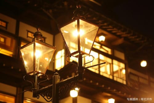 夕方になると街に並ぶガス灯が燈ります