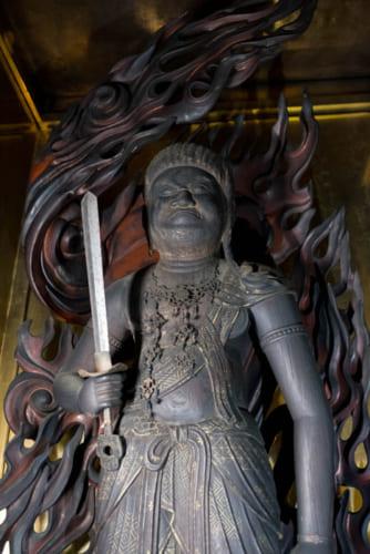 津軽十三湊から津軽海峡を渡った不動明王像(阿吽寺)。