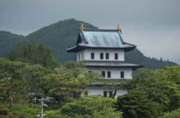 北端の天守閣・松前城。桜の名所でもある。