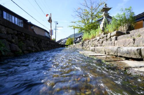 往時は多くの荷駄が行き交った疋田川運河。
