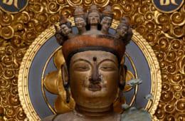 十一面観音像の名作として、訪れる人が多い。