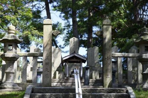 天狗党の乱を主導した武田耕雲斎の墓も敦賀にある。