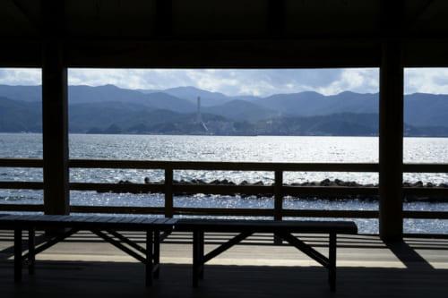 国宝朝鮮鐘を蔵する常宮神社は、眼前に敦賀湾が広がる。