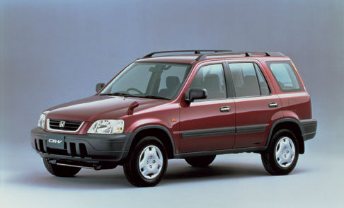 街中で使いやすいSUVの先駆け。現行型は大型化し、車体の小ささはヴェゼルが受け継いでいる。