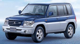 パジェロを小さくしたデザインと優れたオフロード性能で人気に。街乗りも楽しめる小型SUVのルーツ。
