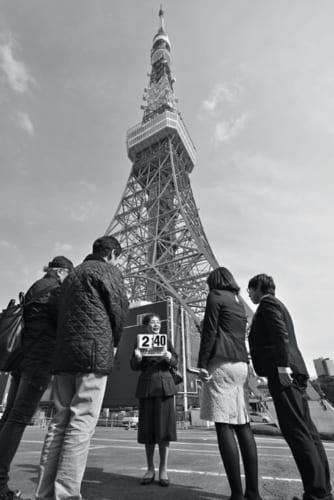 この日の『懐かしの昭和浪漫紀行』のハイライトは東京タワー。長谷井さんから、歴史にまつわる気の利いた解説を受けた後、地上150mのメインデッキから街を展望する。