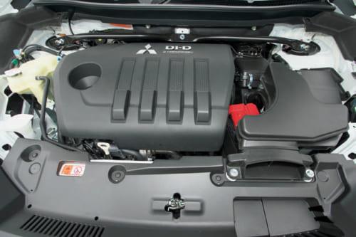 発売当初はガソリンエンジンのみだったが、昨年ディーゼル車が登場。強力なトルクと滑らかなフィーリングで遠出も楽にこなす。