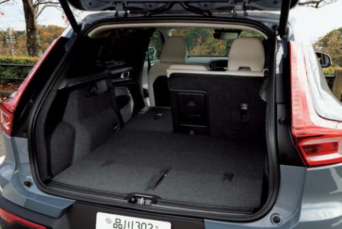 荷室の左右幅は100~120cm。奥行きは92cmで、後席を倒すと最長154cmのフラットな荷室が出現。荷室高は72cm。