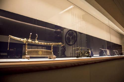 尾張徳川家に伝来する宝物を展示。
