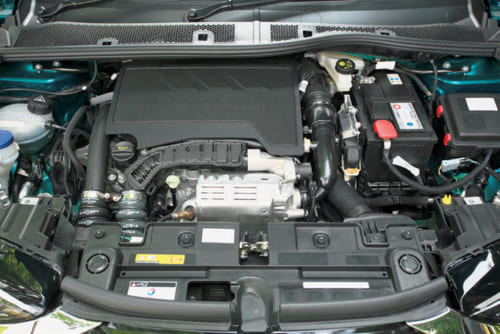 エンジン出力は130PSと控えめ。経済性重視のフランスらしい。8速オートマチック変速機で非力さを克服している。